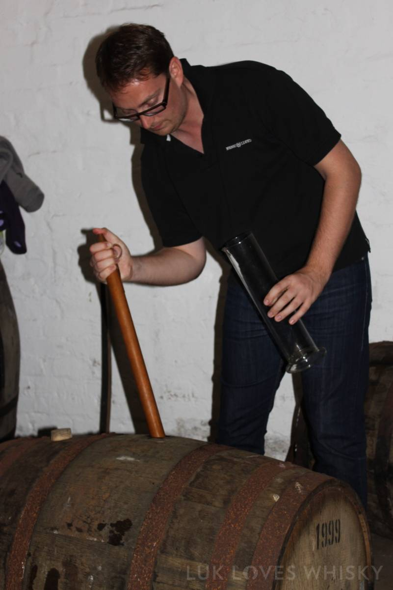 straight from the cask whiksy pouring, single cask, cask strenght, Laphroaig Distillery